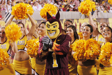 Asu_sparky_mascot_with_chee