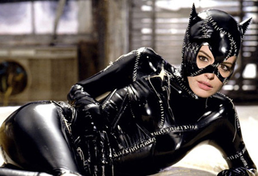 Annehathawaycatwoman_thumb_2
