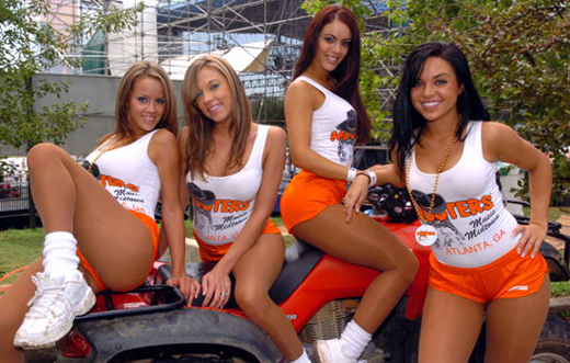 04hootersgirls